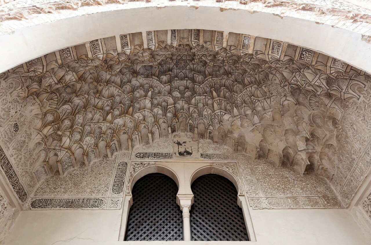 Гранада. Арабский постоялый двор, угольные склады (Alhóndiga vieja, Corral del Carbón)