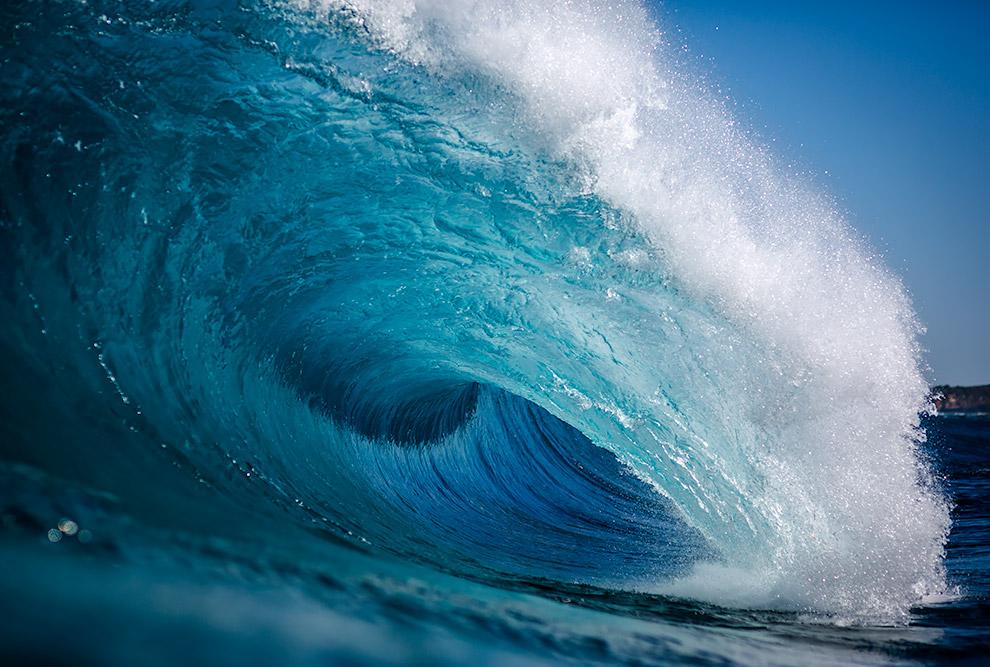 6. Волны выполняют разрушительную и созидательную работу. В одних местах они с такой силой бьют