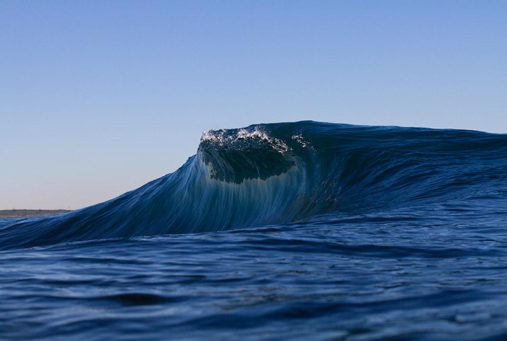 8. При шторме волны океана способны перемещать камни весом в несколько тонн. Чтобы защитить бер