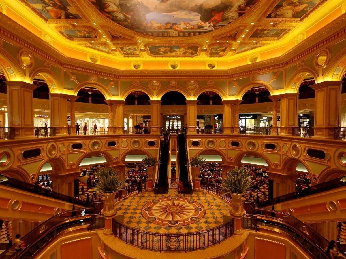 66. Сыграйте в блек-джек в одном из огромных казино Макао.