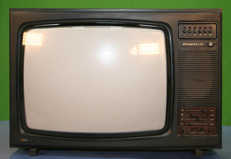 13. Телевизор. «Такой телевизор вполне мог стоять в гостиной моих дедушки с бабушкой. Помню, когда я