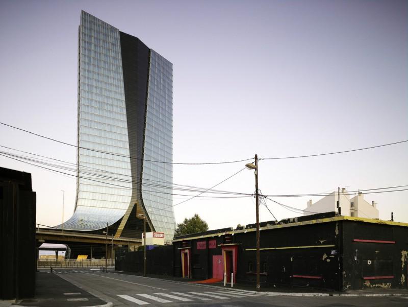 33-этажный небоскреб CMA CGM Tower в Марселе.