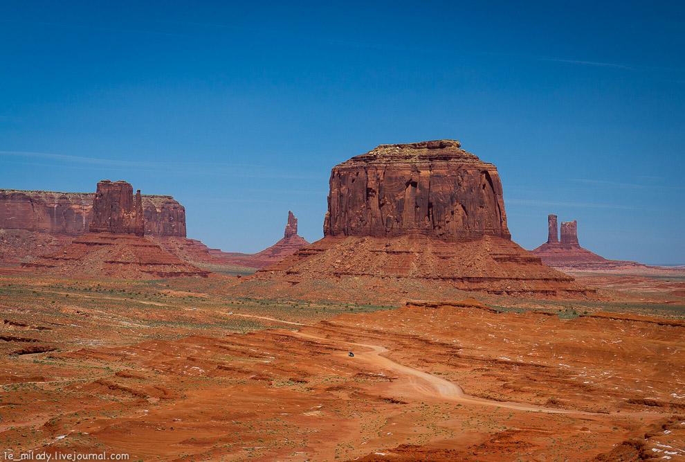 4. Большинство скал имеют свои названия. Это «Замок» — могучий трехсотметровый массив с увенчан
