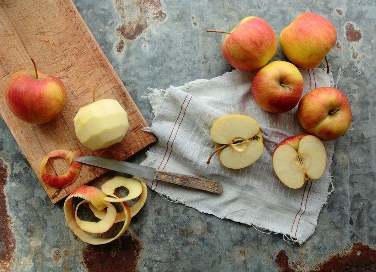 7. Яблоки В кожуре яблок содержится ценная для нашего пищеварения клетчатка, а также кожура богата к