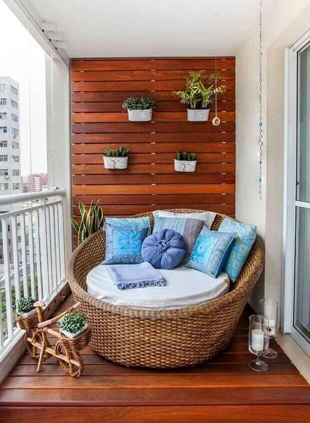 13. В шумном городе вы можете создать на балконе исключительно ваше пространство, закрытое от чужих