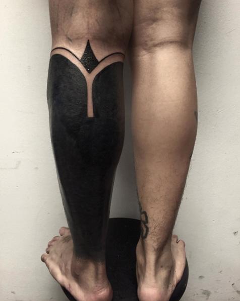 черные-крупные-татуировки-фото8.png