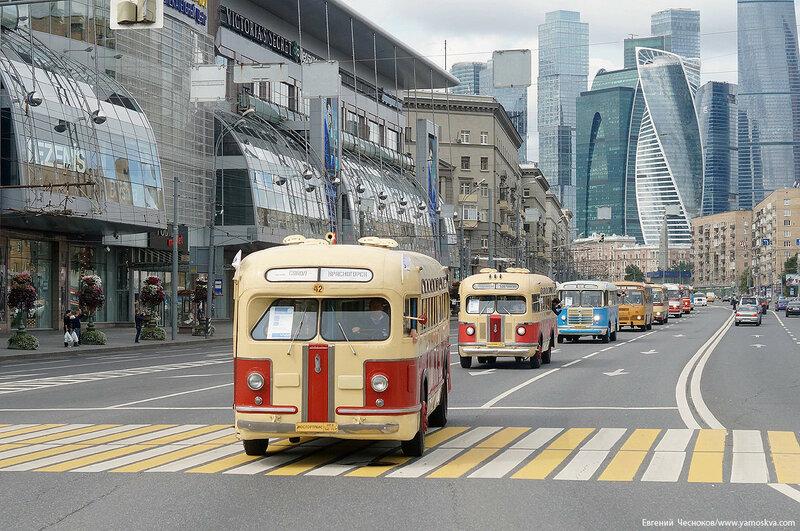 Лето. Парад автобусов. 13.08.16.07..jpg