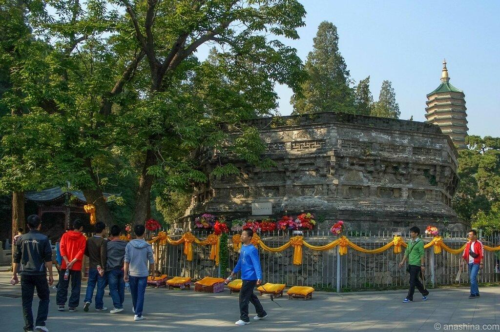 Руины пагоды Чжаосянь, монастырь Лингуан, Бадачу