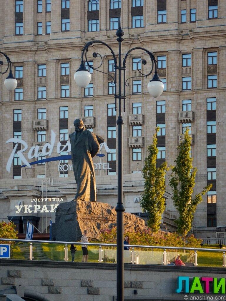 """Памятник Тарасу Шевченко, гостиница """"Украина"""", Москва"""