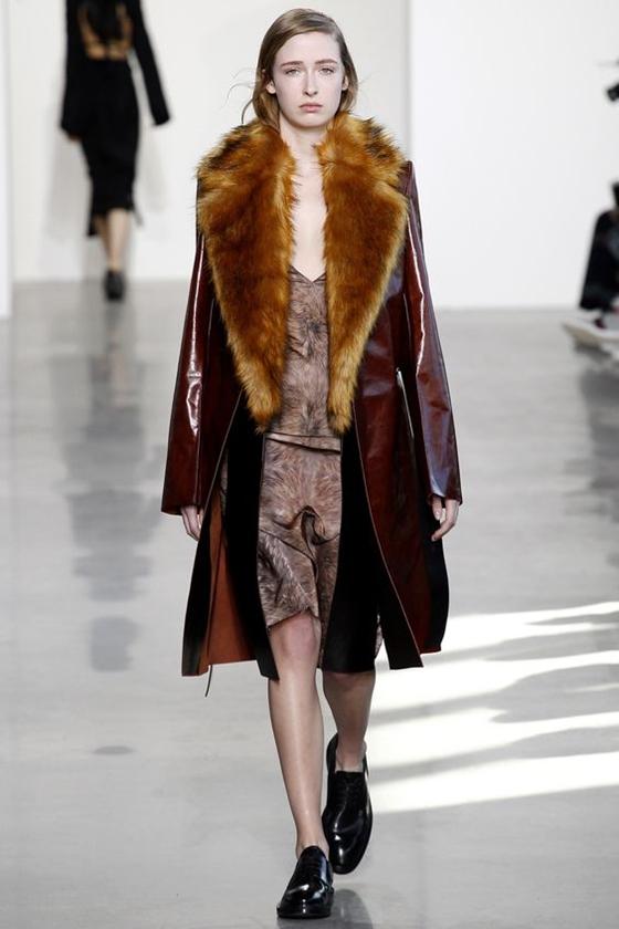 Calvin Klein Collection кожаное пальто с меховым воротником