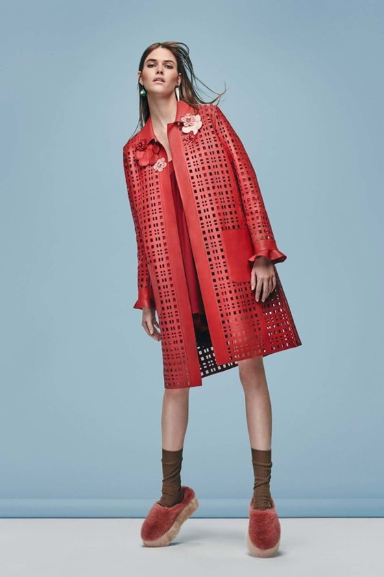 Fendi красное кожаное пальто с перфорацией