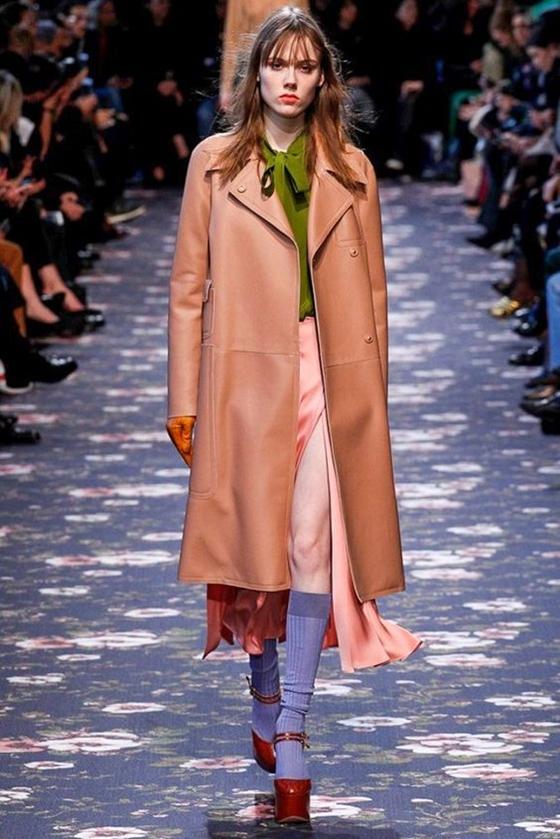Rochas кожаное пальто персикового оттенка
