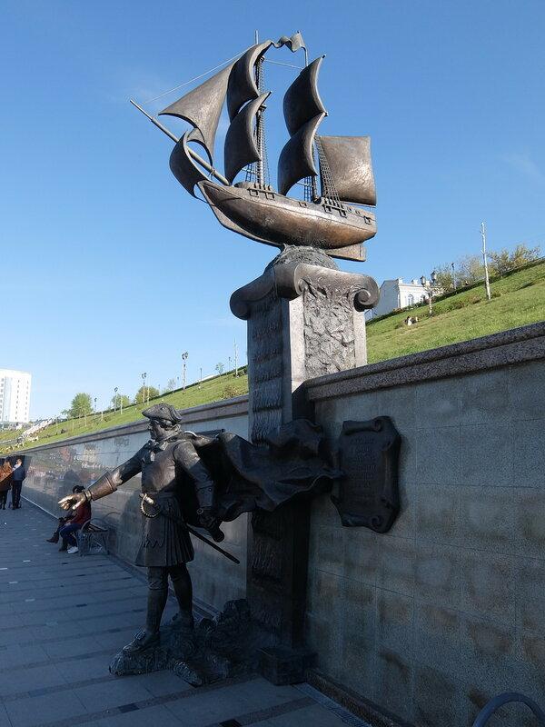 Тюмень - Скульптура, посвященная сибирским экспедициям