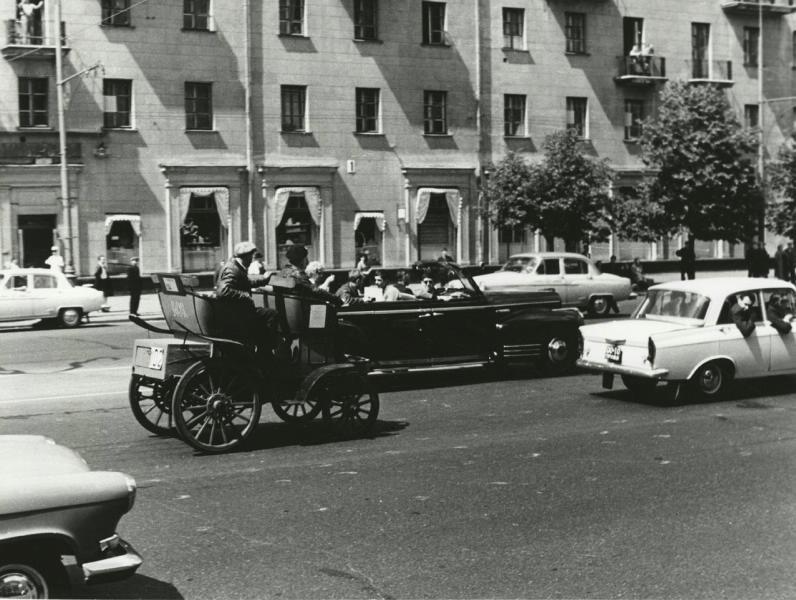 469713 Пробег во время «Московского праздника автомобилистов», Владимир Петрович Сергиенко 1967.jpg