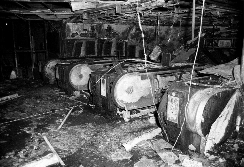 1987. Поврежденные пожаром эскалаторы на станции метро «Кингс-Кросс»