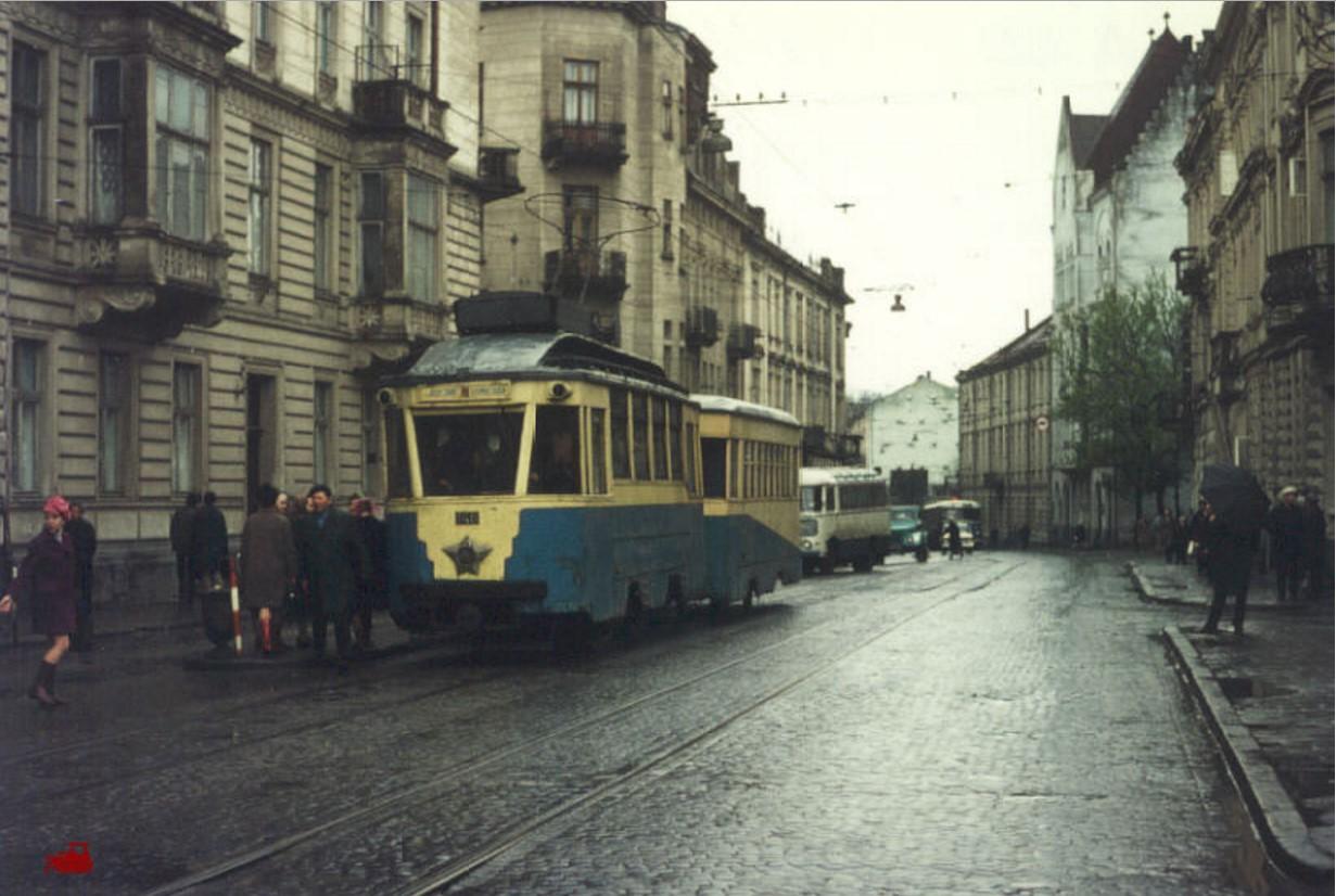 Львов.Довоенный вагон 148 с прицепом на 6-м маршруте