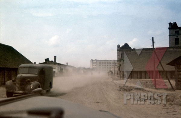 stock-photo-ustiluh-ukraine-summer-1941-german-radio-car-drive-through-dusty-village-94th-infantry-division-12132.jpg
