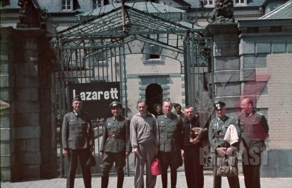 stock-photo-ww2-color-german-wehrmacht-army-officers-wounded-hospital-lazarett-ukraine-1943-7916.jpg