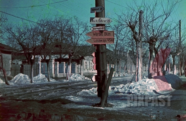 stock-photo-ww2-color-german-wehrmacht-army-road-signs-village-street-town-ukraine-1942-winter-snow-7940.jpg