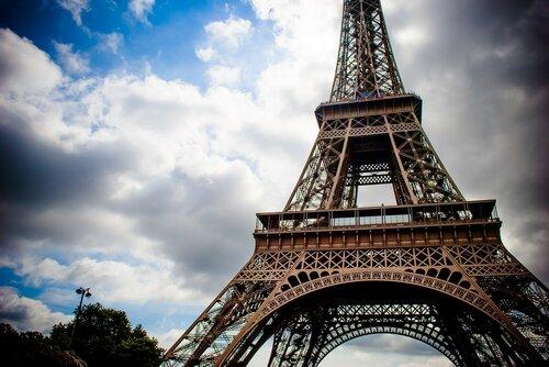 Поток туристов во Францию упал из-за произошедших терактов