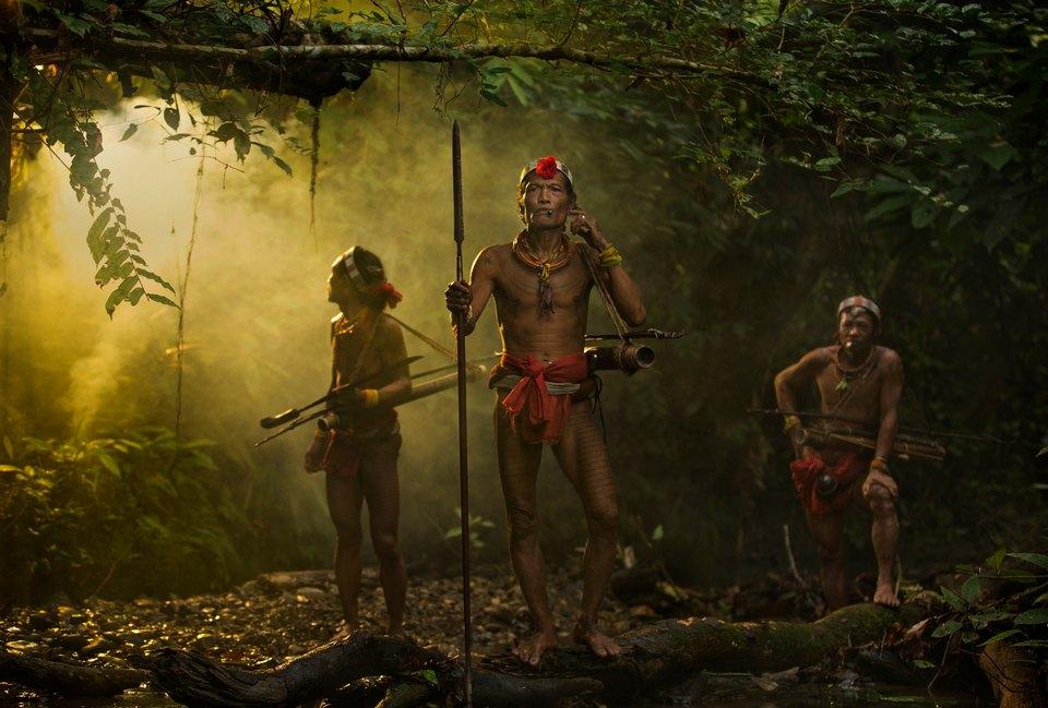 Последние представители изолированного племени Ментаваи в Индонезии