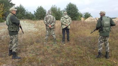 10 человек, в том числе 6 несовершеннолетних, переправляли сигареты через украинско-польскую границу на Волыни. ФОТО