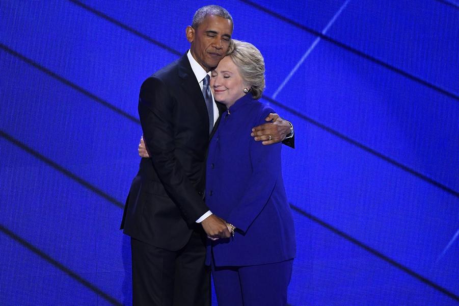Обама и Клинтон на Национальной конвенции ДП, Robert Deutsch, USA TODAY.png