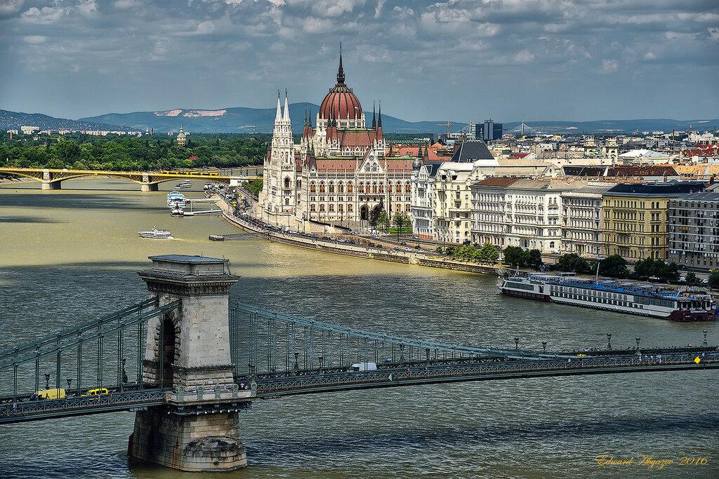 В Венгрии Дунай отнюдь не голубой.