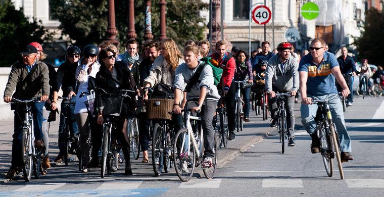 В датском Копенгагене или голландском Амстердаме зазевавшиеся туристы рискуют попасть под велосипед.