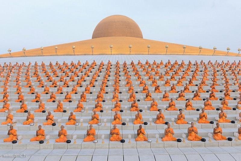4. Wat Phra Dhammakaya – это один из самых больших и впечатляющих храмов в Таиланде.