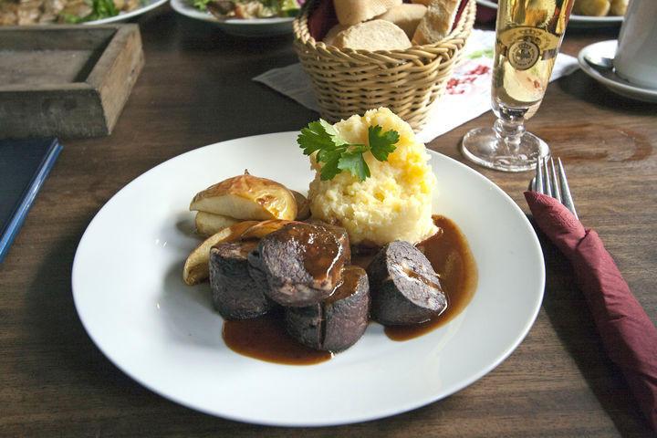 9. Blutwurst (блатвурст) Эти колбаски являются своего рода аналогом знакомой многим кровяной колбасы