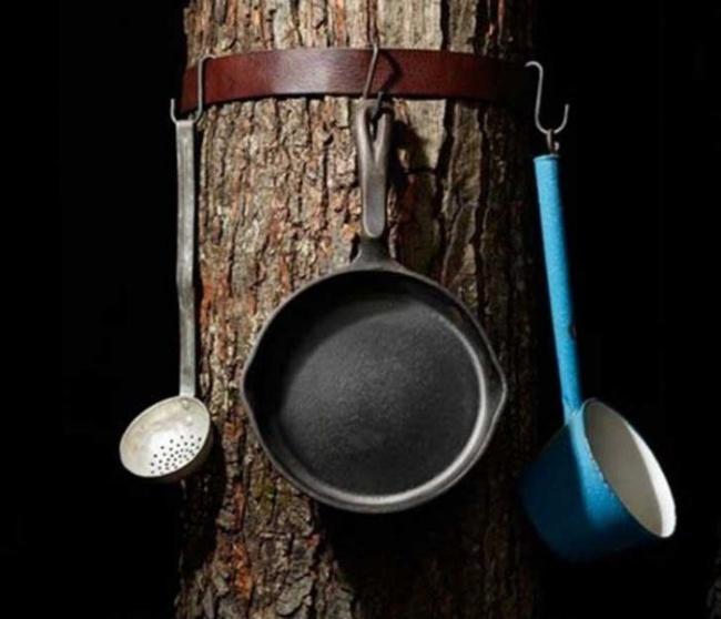 © pinterest  Если вас раздражает, что сосиски при жарке падают спалки, используйте специальны