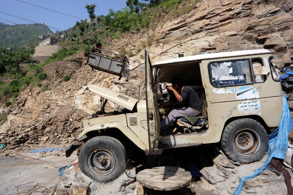 5. Конструкция канатки, доставляющей людей на гору, вызывает много вопросов. (Фото Abduljabbar Zeyad