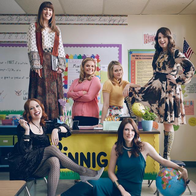 Американский комедийный сериал легко, с юмором поведает об учителях младшей школы. Ранее, под та
