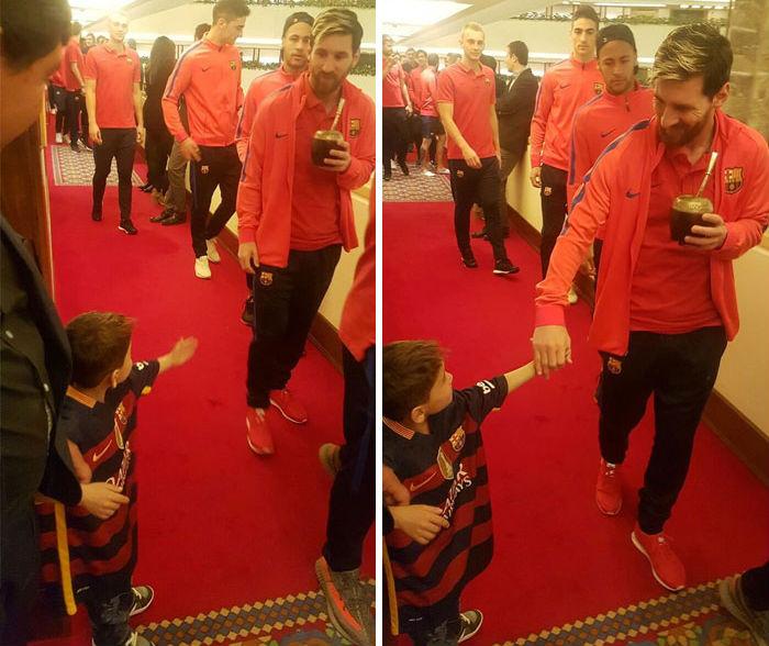 Афганский мальчик Муртаза Ахмади, прославившийся благодаря футболке Месси из полиэтиленового пакета,