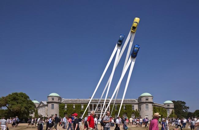 © Bruno Postle  Джерри Джуда создает свои невероятные скульптуры изавтомобилей, которые будто