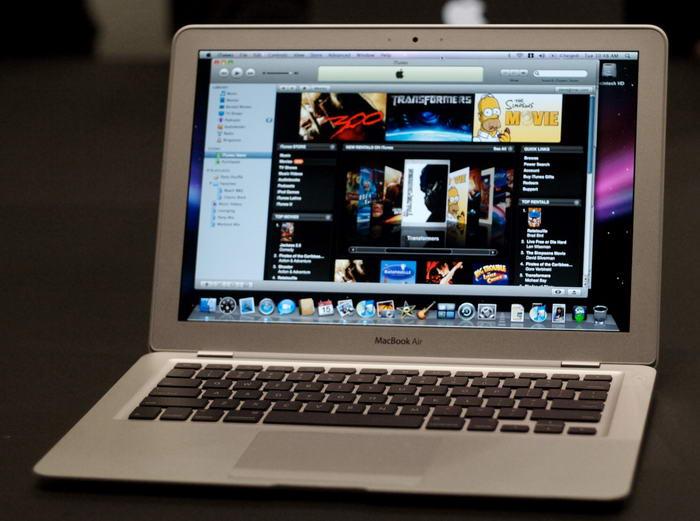 Компактный ноутбук. Ноутбук хоть и удобен, но все равно достаточно велик. А в путешествии хочется св