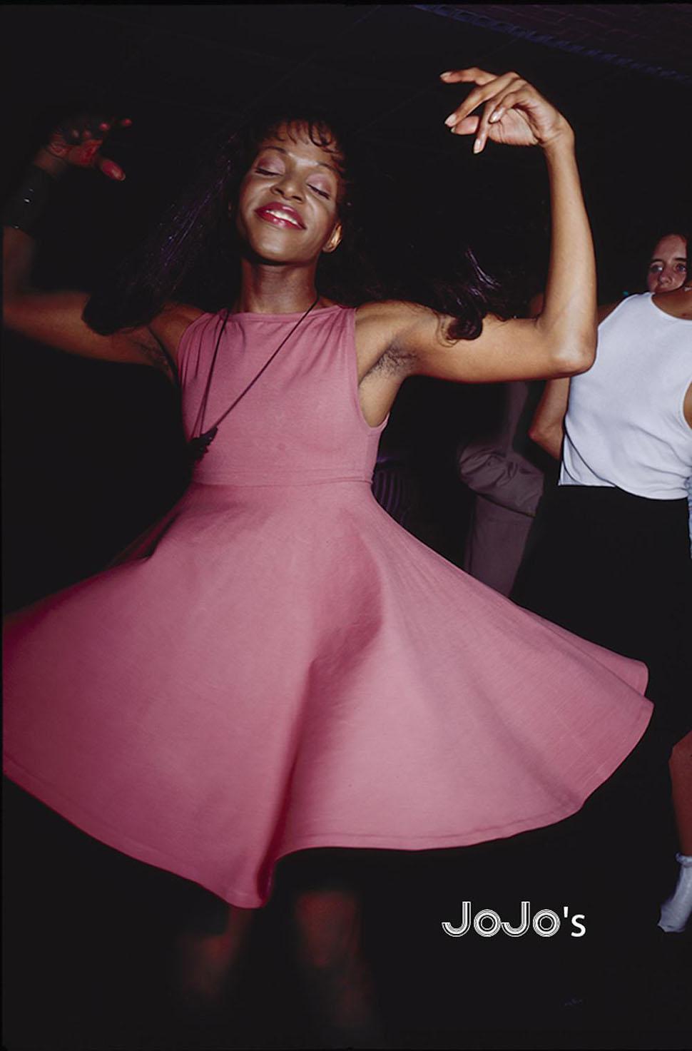 JoJo's. «То, что я всегда снимал, было не столько музыкой или танцем, как ни странно, — рассказывает