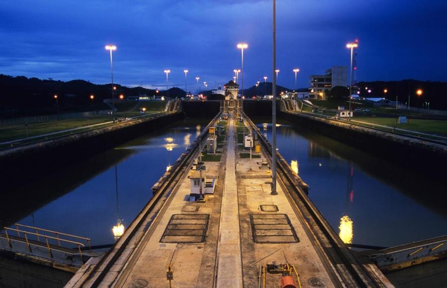 1. Панамский канал существенно изменил всю жизнь страны. Его фактическое строительство заняло 10 лет