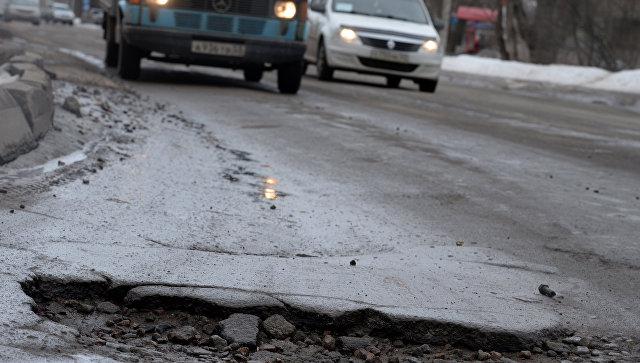 Служба автодорог Крыма: Дорожники возобновят ремонт крымских дорог, как только даст возможность погода
