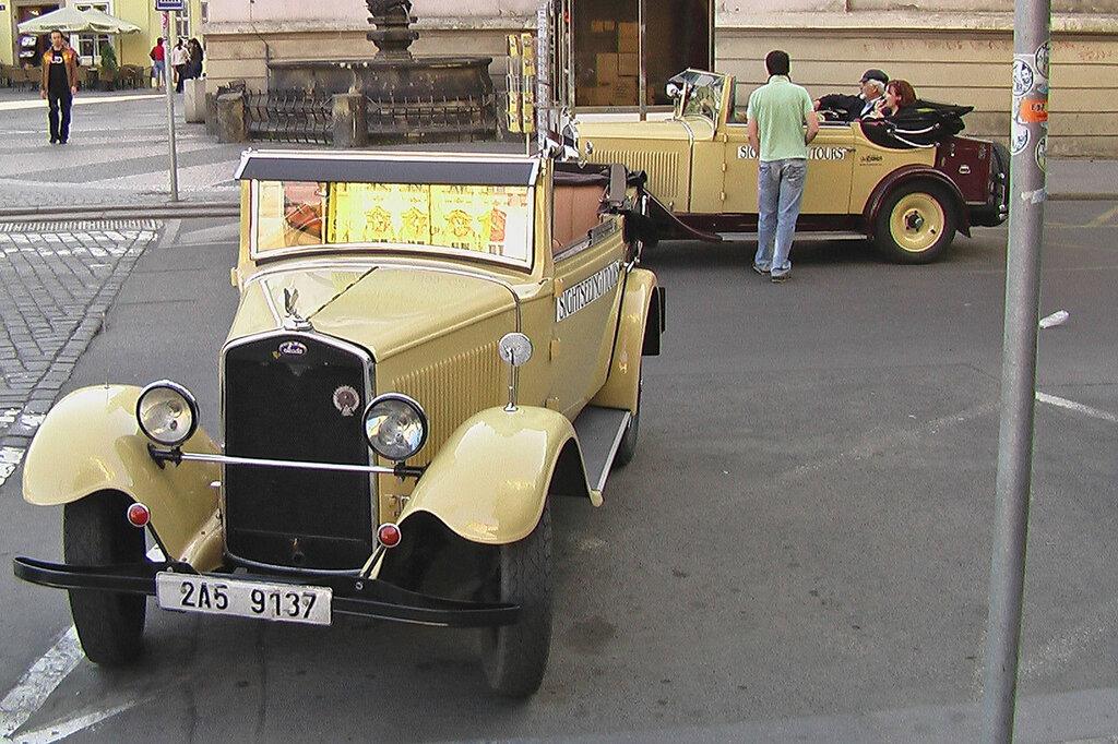 prague-tourist-cars-IMGA0407.JPG