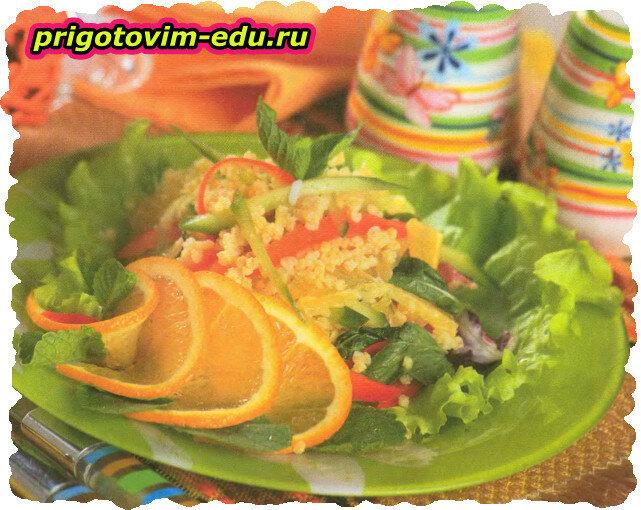 Салат с апельсином , пшеном и перцем