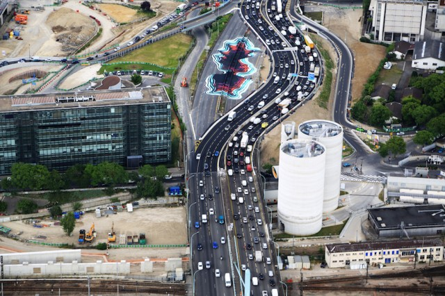 3D Effect Portal Formed on a Parisian Highway