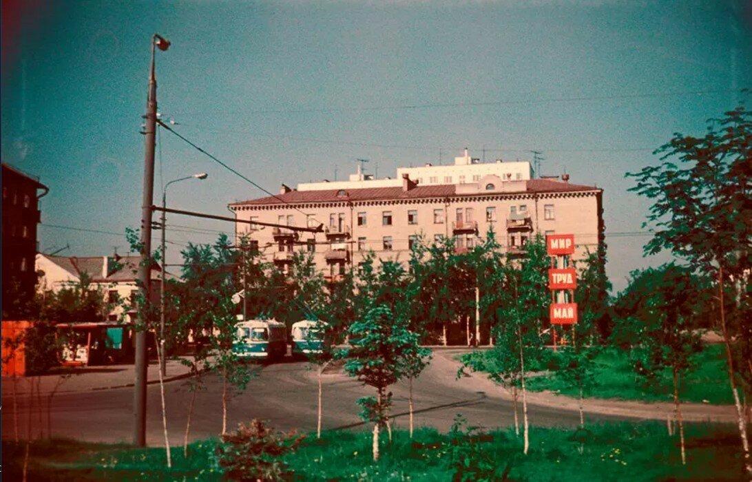 1969. Двор дома №52 по Новогиреевской