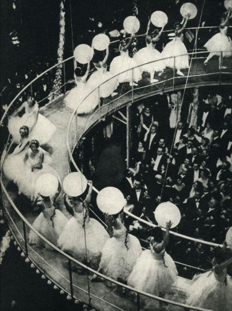 1932. Париж.