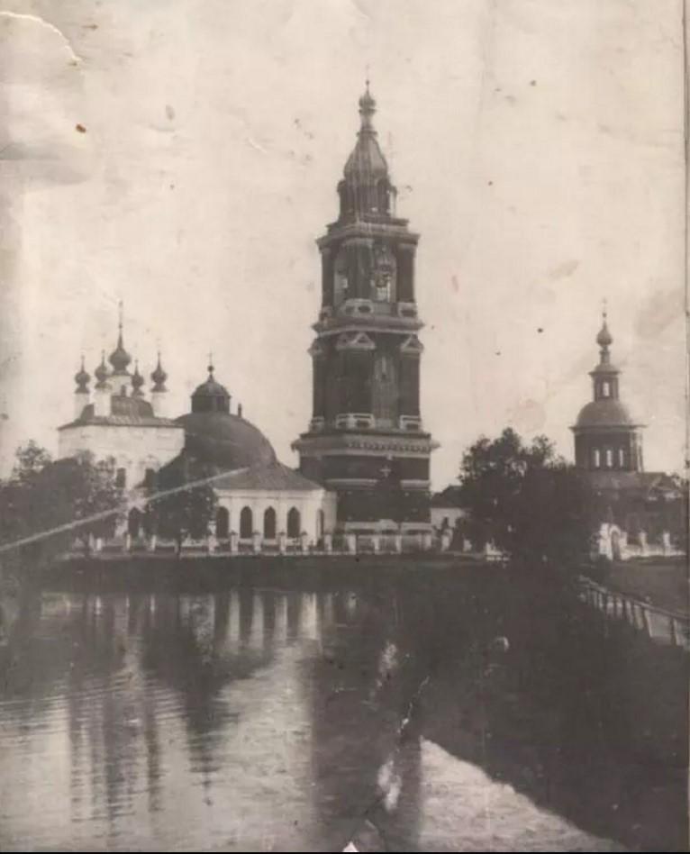 Никитинская и Покровская церкви с колокольней