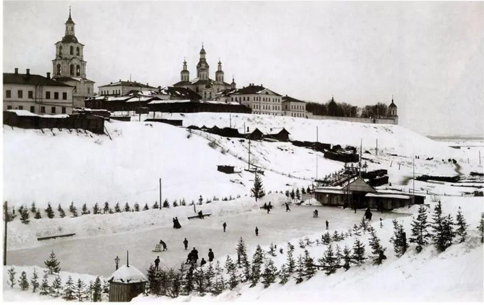 Ледовый каток в овраге