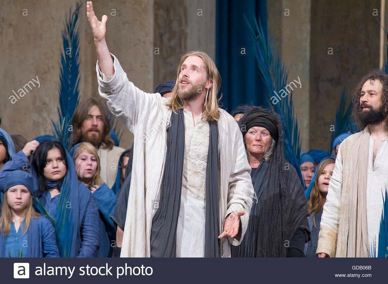 bayern-deutschland-oberammergau-passionsspiele-leidenschaft-pest-gelubde-theater-passionsspiel-jesus-leid-trauer-schaden-crucif-gdb06b.jpg