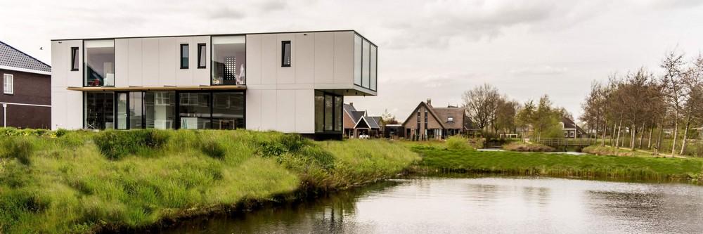 Современная вилла на берегу живописного озера в Нидерландах