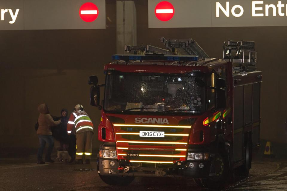До 1600 автомобилей сгорело до тла на многоэтажной парковке в Ливерпуле